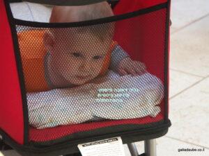 גם בטיולון רגיל, הנשכב לגמרי / כמעט לגמרי, אפשר לשים תינוק על הבטן!