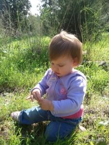 בת תשעה חודשים בפיקניק