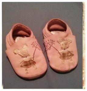 נעלי 'טרום הליכה' לתינוקות עומדים