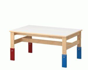 שולחן לילדים של איקאה בעל רגליים מתכוונות בגובהן