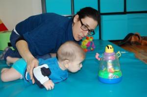 המשחק המוגבה יוצר עניין ורצון לנסות דברים חדשים אצל התינוק